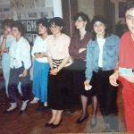 Questo è il 12 giugno dell'89: festa di fine anno. Alla mia destra la prof Elisabetta, sullo sfondo si intravede Adri